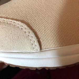 Easy Spirit Shoes - NIB Easy Spirit Slip On Shoes Beige Size 8.5w